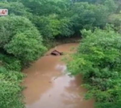 Itapúa: Perdió el control de su rodado y cayó a un arroyo