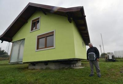 Construyó una casa giratoria para que su esposa disfrute mejor el paisaje