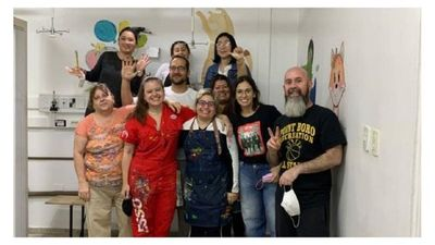 Artistas llenan de colores pasillos de Terapia Neonatal en Encarnación