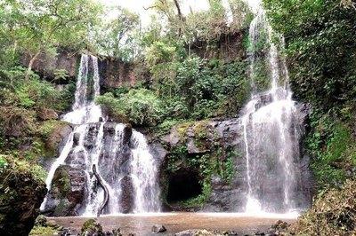Crónica / ¿AGUAS MILAGROSAS? Misteriosa cueva con cascadas sanadoras