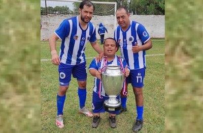 """Crónica / CON EXPELOTEROS. """"Mortero"""", campeón con el 12 de Octubre"""