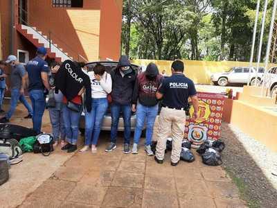 Incautan automóvil que transportaba marihuana y detienen a cuatro brasileños y una paraguaya