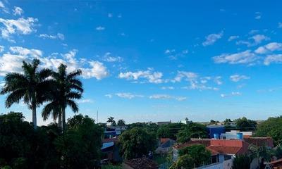 Cielo despejado en Coronel Oviedo a primeras horas de este martes
