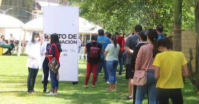 La Nación / Vacunación anti-COVID llega a dos comercios en Ciudad del Este