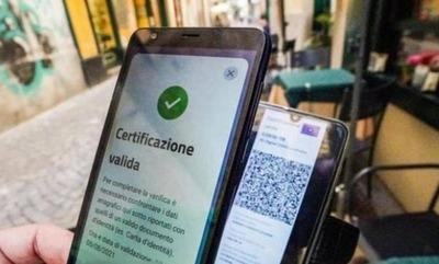 """Italia planteó que podría flexibilizar el """"pase verde"""" si llega al 90% de la población inmunizada"""
