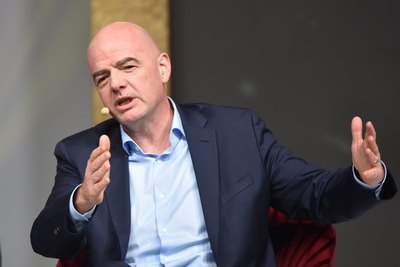 Infantino tomará decisión sobre reforma al calendario internacional en diciembre