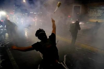 Chile: dos muertos y 450 detenidos en marcha por aniversario de protestas