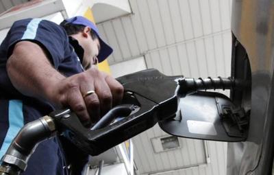 Combustible: autoridades conversarán con emblemas privados para evitar suba