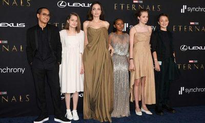 """Angelina Jolie llevó a sus 5 hijos a la premiere de su película """"Eternals"""""""