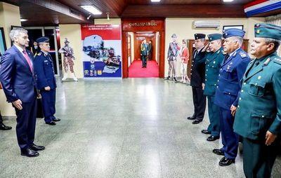 Ejecutivo reestructura cuadro de oficiales generales y almirantes de las  FF.AA.