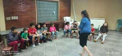 Brindan acompañamiento integral a padres y niños en Concepción