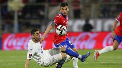 Charles Aránguiz, baja en Chile para duelo ante Paraguay