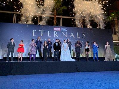 """Así lucieron las estrellas de """"Eternals"""" en la alfombra roja"""