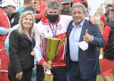 """Crónica / """"Salgo campeón y me voy"""""""