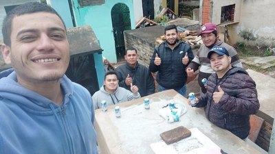 """Crónica / UN TRAGO AL CIELO. """"Él estaba compartiendo con nosotros"""""""
