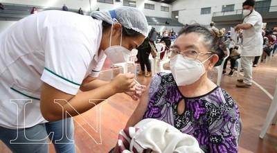 Terminaciones de cédula 2 y 3 se vacunan hoy con primera, segunda y tercera dosis