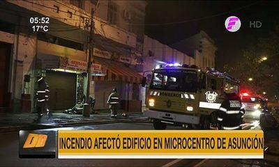 Incendio afectó edificio en el microcentro de Asunción