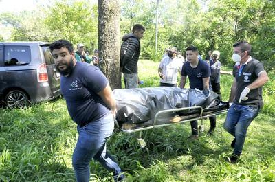 MACABRO: Hombre mata a su expareja de una puñalada y luego se ahorca en un parque