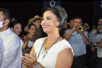 Julia Ferreira violó ordenanza para favorecer a una estación de servicio