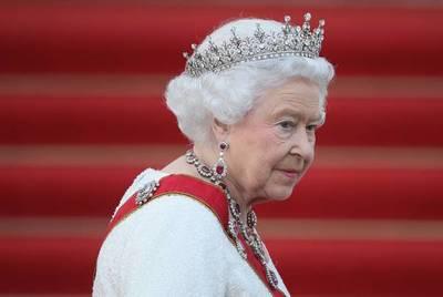 """Isabel II rechaza el premio """"Anciana del año"""""""