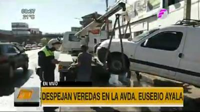 Retiran vehículos de veredas sobre Eusebio Ayala