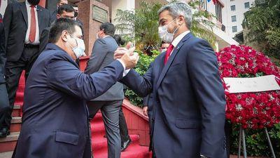 Peña desafía a Abdo a que enfrente a Cartes por la presidencia de la ANR