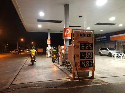 Diésel es más barato en Foz, pero nafta es más cara