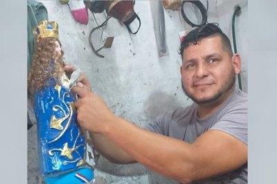 """Crónica / REPARANDO LA FE. El rollo pone """"chuchi"""" a su Virgencita"""