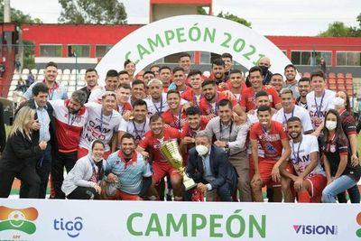 El campeón va por un técnico paraguayo