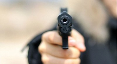 Delincuentes armados asesinan a un hombre en canchita de barrio en Asunción
