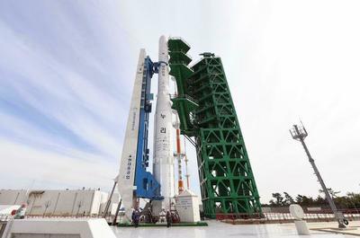 Corea del Sur lanza su primer cohete espacial fabricado en casa