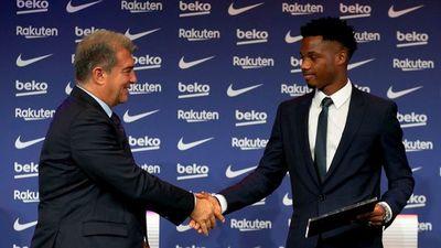 Ansu Fati renueva con Barça con cláusula de 1.000 millones