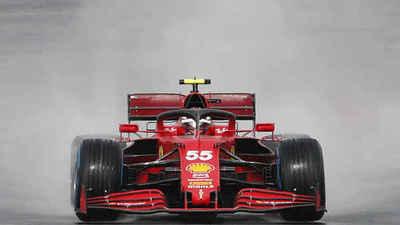 Carlos Sainz firmó el contrato con Ferrari en pijama