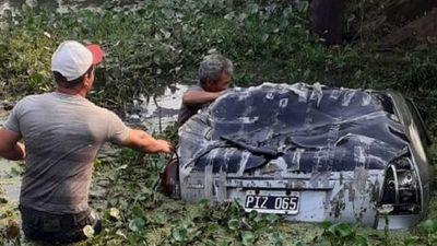 Un hombre muere tras caer su vehículo al agua en Puerto Pinasco
