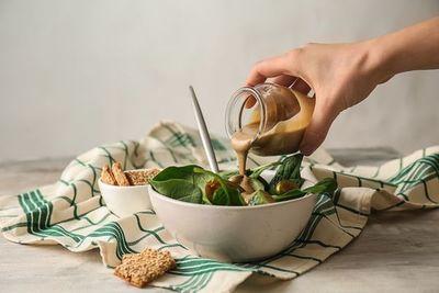 Salsa tahini para acompañar sabrosos falafels, ensaladas y más