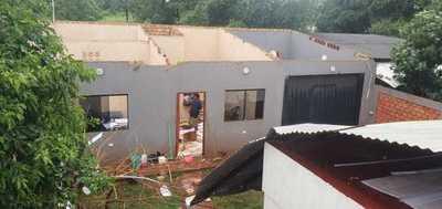 Un HERIDO en derrumbe de techo durante TEMPORAL