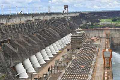 Compuertas de Itaipu se abrieron debido a desconexión de líneas de transmisión afectadas por temporal