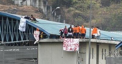 Encontraron 7 cadáveres colgados en un pabellón de la cárcel donde hubo un motín en Ecuador