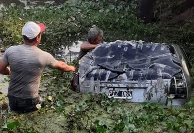 Hombre muere tras caer su vehículo al agua en Puerto Pinasco