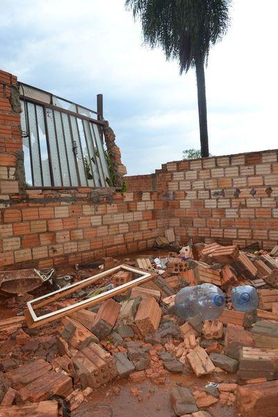 """""""Me quedé en la calle, perdí mi casa y mis cosas"""", lamenta afectada por temporal"""